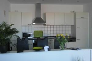 """Küchenzeile und gemütlicher Essplatz / Ferienwohnung """"Op England"""" in Nordstrand"""