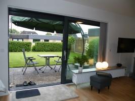 """Wohnzimmer mit schöner Terrasse! / Ferienhaus """"Bungalow Kleine Auszeit"""" in Husum"""