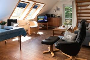 """Bequeme Sitzmöbel zum Entspannen Eine gut aus gestatte Küche   / Ferienwohnung """" Möwe"""" in Husum-Schobüll"""