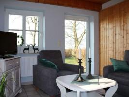 """Komplett neue Möblierung im Januar 2018 -- alle Wohnzimmer mit direktem Zugang zur Gartenterrasse. / Ferienwohnung """"Schipp-Landen III"""" in Husum-Schobüll"""
