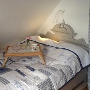 """Traumhaftes Bett , 140 cm breit im Dachgeschoss für dritte bzw. auch 4. Person / Bed and Breakfast """"Möwenstube"""" in Ostenfeld"""