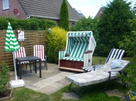 """Im Garten am Haus können Sie sich auch entspannen. / Ferienwohnung """"Knudsen"""" in Husum"""