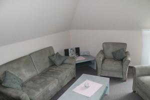 """Wohnzimmer ist komplett ausgestattet mit allem was man braucht. / Ferienwohnung """"Aublick"""" in Husum"""