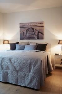 """Schlafzimmer mit Doppelbett / Ferienwohnung """"ANKER MAL Husum"""" in Husum"""