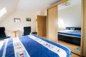 """Schlafzimmer / Ferienwohnung """"Mühlenblick"""" in Nordstrand"""