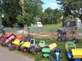 """Der Fuhrpark / Ferienwohnung """"Schwalbennest V"""" in Vollerwiek"""