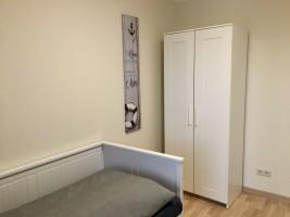 """Schlafzimmer 2 Einzelbett (80 x 200 cm), ausziehbar auf 160 x 200 cm / Ferienhaus """"Heimathafen"""" in Nordstrand"""
