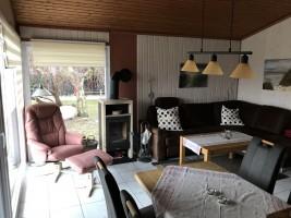 """Wohnzimmer mit gemütlichen Sitzgelegenheiten / Ferienhaus """"Haus Nixe"""" in Simonsberg"""