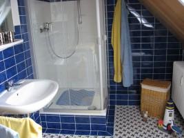 """Unser Duschbad beinhaltet auch eine Waschmaschine. / Ferienwohnung """"Haus Wattenmeer"""" in Husum"""