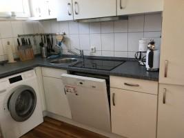 """Küche mit Waschmaschine und Geschirrspüler. Komplett ausgestattet! / Ferienhaus """"Bungalow Kleine Auszeit"""" in Husum"""