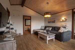 """Wohnzimmer zum Seele baumeln lassen. / Ferienhaus """"Ferienhaus Horn sien Hus, Urlaub mit Hund, WLAN, Sauna, Kamin"""" in Simonsberg"""