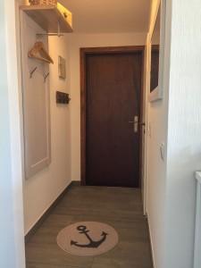 """Flur mit Garderobe / Ferienhaus """"Ferienhaus Wattküken an der Nordsee, Urlaub mit Hund, WLAN"""" in Simonsberg"""