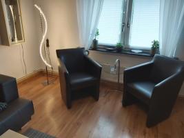 """Im Wohnzimmer gibt es zum einen diese Sitzgruppe & / Ferienwohnung """"Ferienwohnung-Knaepper"""" in Husum"""