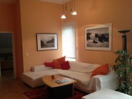 """Wohnbereich zum Entspannen mit TV, kostenlosen WLAN und CD / Ferienwohnung """"Wohnung Ankerplatz mit Hafenblick"""" in Husum"""