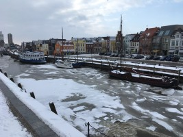 """Das Hafenbecken zugefroren / Ferienwohnung """"Husum-Tied"""" in Husum"""