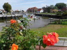 """Tönninger Hafen mit Blick zum Alten Packhaus / Ferienwohnung """"Husum-Tied"""" in Husum"""