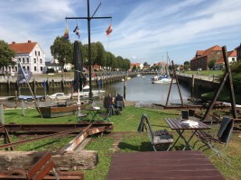 """Die alte Werft in Tönning, heute bewirtschaftet mit Kaffee und lecker Kuchen / Ferienwohnung """"Husum-Tied"""" in Husum"""
