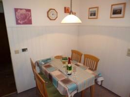 """Essecke in der Küche. / Ferienhaus """"Haus Seestern"""" in Nordstrand"""