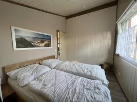 """Schlafzimmer mit Doppelbett / Ferienhaus """"Haus Nixe"""" in Simonsberg"""