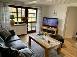 """Wohnzimmer mit TV und Radioanlage. / Ferienhaus """"Ferienhaus Neukoog II"""" in Nordstrand"""
