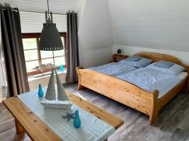 """Doppebett 200x200 Schlafzimmer II oben. / Ferienhaus """"Ferienhaus Neukoog II"""" in Nordstrand"""