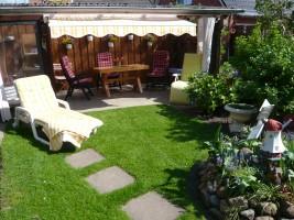 """Zur Entspannung steht Ihnen diese ruhige und sonnige Terrasse zur Verfügung. / Ferienwohnung """"Rödemis"""" in Husum"""